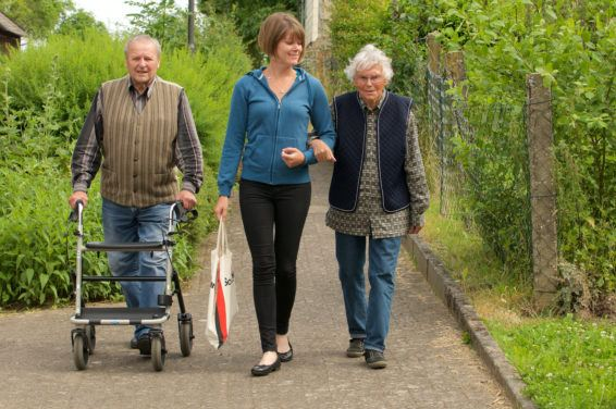 5 powodów, dla których warto zabrać podopiecznego na spacer!