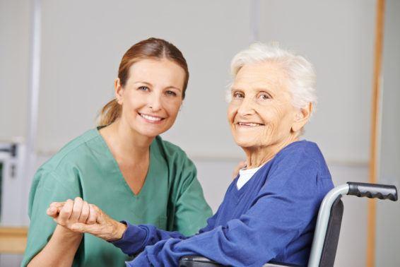Opieka nad osobami starszymi, a urazy kręgosłupa