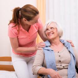 Altenpflege mit Krankenpflegerin