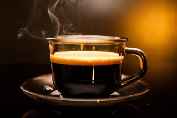Kawa dla Seniora – szkodzi czy pomaga?