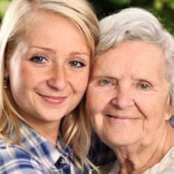 Co powinno cechować dobrą opiekunkę osób starszych?