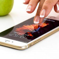 Dezynfekować należy ręce, twarz i… telefon